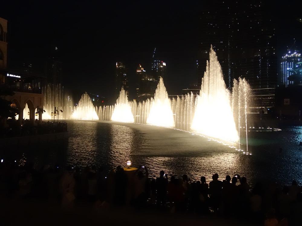 Comme presque tout à Dubaï, le Dubaï Mall est la preuve que les UAE voient les choses en grand !