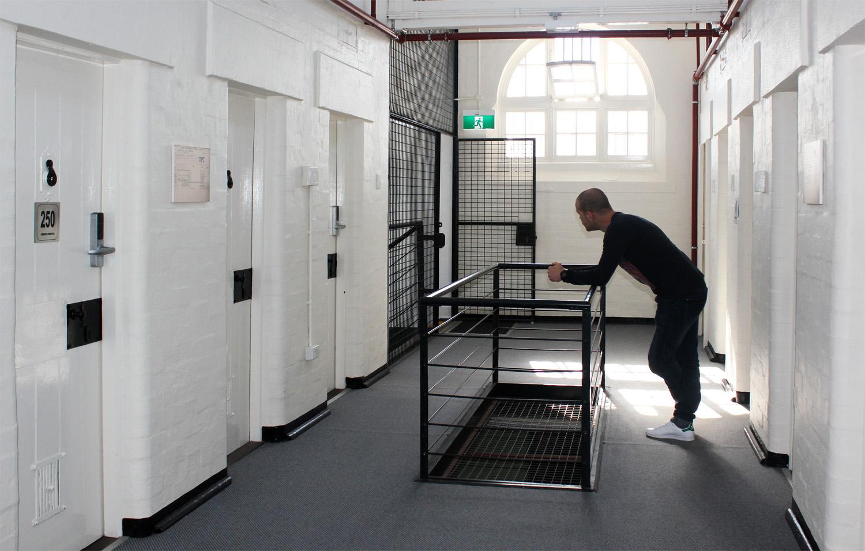 Dans les couloirs de la prison de Fremantle ...